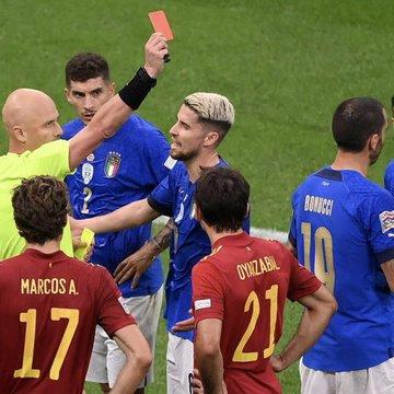 ◆悲報◆伊代表DFボヌッチさん、スペイン戦前半エルボーで退場!イタリア代表無敗記録もジエンド