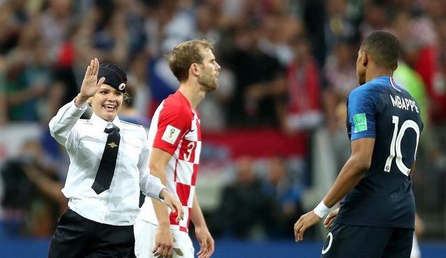 ◆悲報◆決勝の乱入者クロアチア代表DFロブレンにボッコボコにされる(´・ω・`)