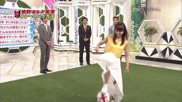 ◆Gif小ネタ◆中川えみりが真っ白なスカートでサッカーボールを扱った結果(´・ω・`)