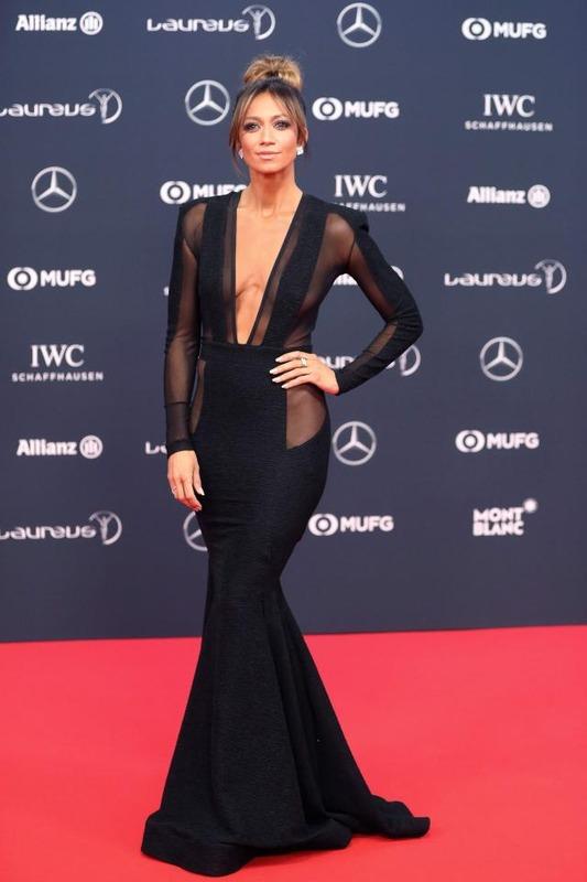 ◆画像◆SkySportの美人キャスターがワールドスポーツアワードで着たドレスが見えすぎちゃって困ると話題に!