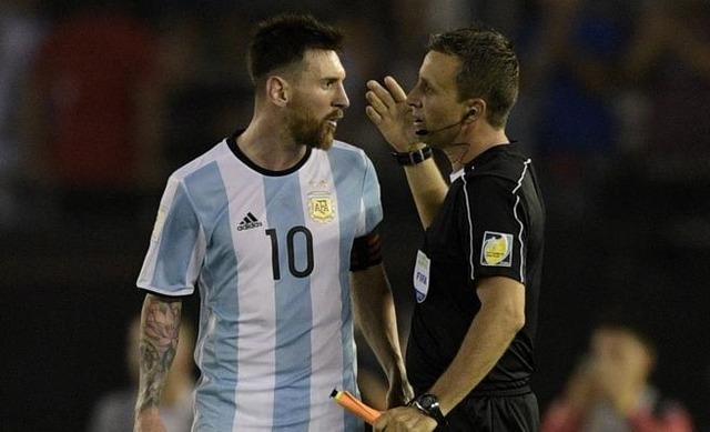 ◆悲報◆アルゼンチン代表リオネル・メッシ、審判に悪態ツイてFIFAから4試合出場停止処分、W杯出場大ピンチ