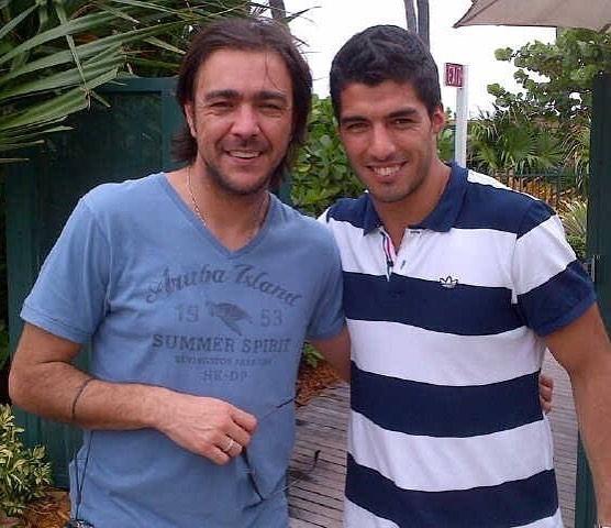 ◆画像◆バルサFWスアレスがウルグアイでレコバと再会した結果wwww(レコバに劇的な変化が!)