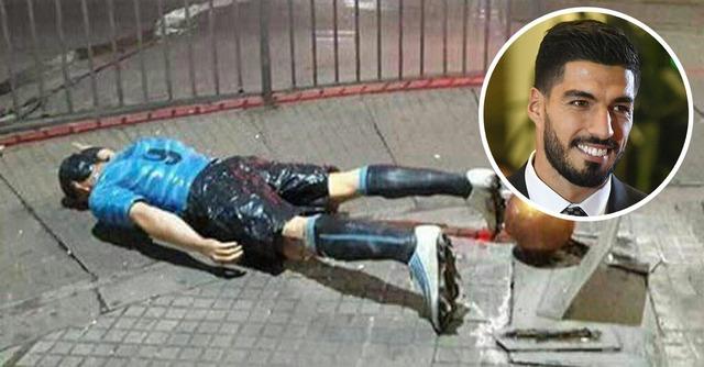◆悲報◆ルイス・スアレスの銅像がファンに倒される、メッシの結婚式に出席したことが不満か?