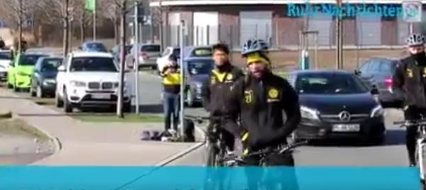 ◆動画小ネタ◆自転車トレ中手放し運転で颯爽と走り去る香川真司さんwwwww