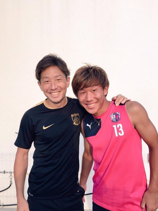 ◆画像◆そっくりさん浦和DF宇賀神とC大阪MF丸岡がツーショットを撮った結果www