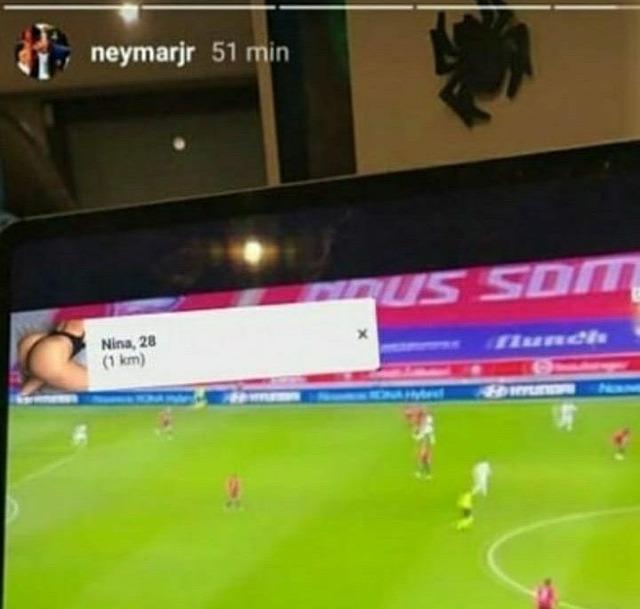◆悲報◆ネイマールさん、TV観戦中の画像UPしたらセクシー女性のポップアップが映り込み違法視聴だとバレてしまう(´・ω・`)