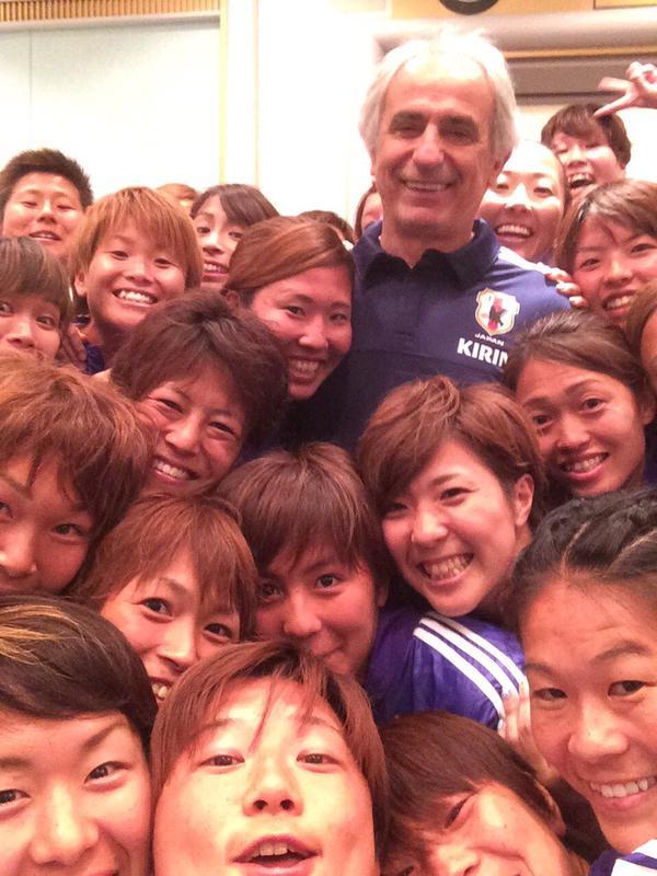 ◆なでしこ◆ハリルがなでしこジャパンを激励しみんなでセルフィをパシャ!エース大儀見がうp!