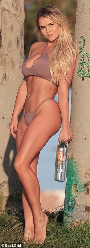 ◆画像◆CL決勝乱入のセクシー水着女性、8年前は美人ロシア人モデルだった