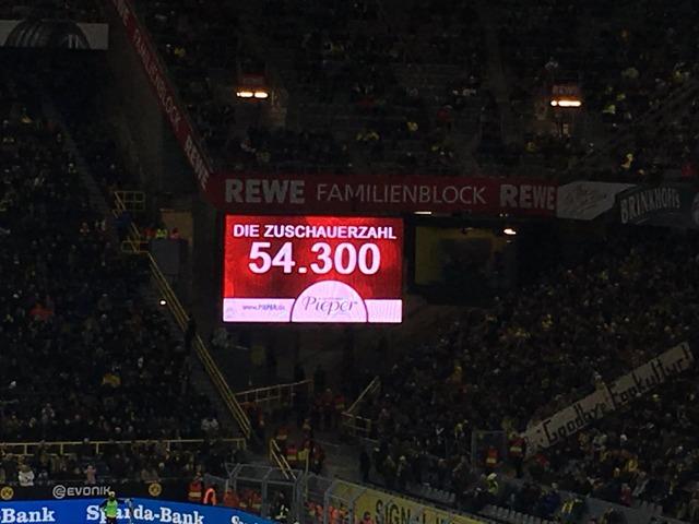 ◆悲報◆ドルトムント、入場者数5万4千、3万の空席、月曜開催のサポーターが反発