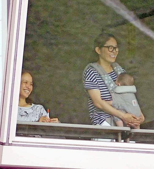 ◆画像◆なでしこリーグ杯を観戦した澤穂希が完全にお母ちゃんの顔