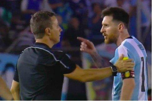 ◆悲報◆メッシ、W杯南米予選チリ戦で激おこのうえ審判を侮辱!出場停止処分も(動画)