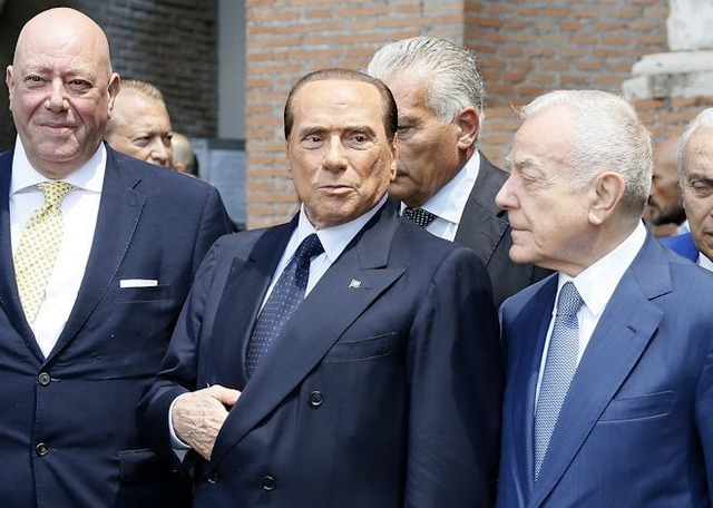◆イタリア◆元ミランオーナーのベルルスコーニ氏「ヒゲ、タトゥー、ピアスとは無縁の若手イタリア人チームにする!」