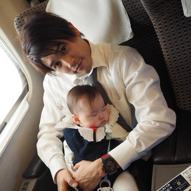 ◆小ネタ◆内田篤人、細貝萌の子供を新幹線の中で1時間半抱き続ける