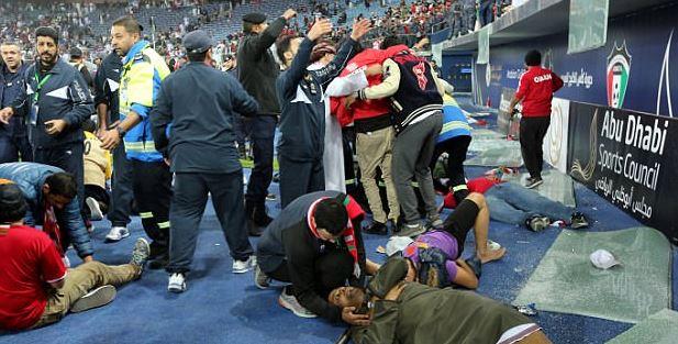 ◆悲報◆オマーン代表サポ、ガルフカップ優勝で喜びすぎスタンド防壁が倒壊して多数落下、負傷者多数