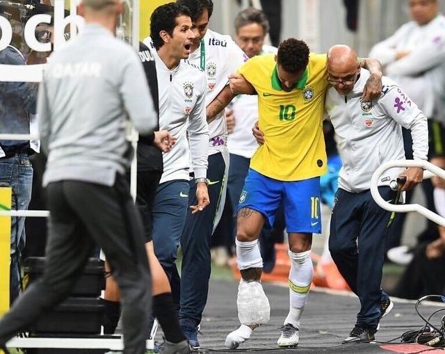 ◆悲報◆ブラジル代表ネイマール、親善試合で足首靭帯断裂し代表離脱、コパ・アメリカ欠場決定