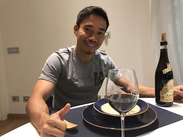 ◆朗報◆スパレッティに認められ好調のインテル長友は余裕の表情でワイングラスを傾ける