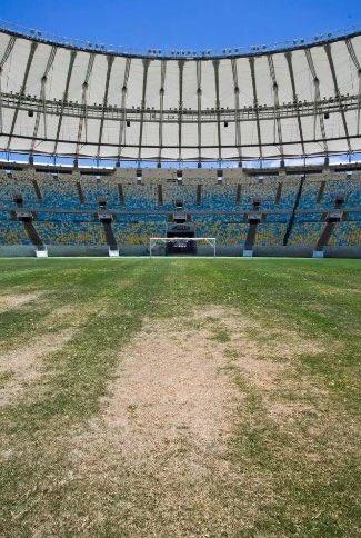 ◆悲報◆ブラジルサッカーの聖地 マラカナン ピッチも観客席もボロボロ