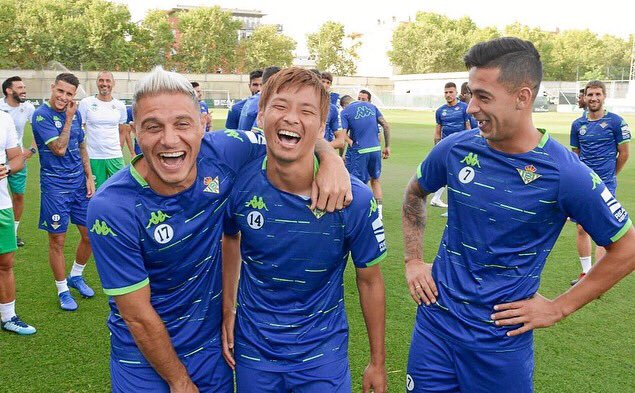 ◆画像◆乾貴士、練習中チームメイトと底抜け大笑いwww