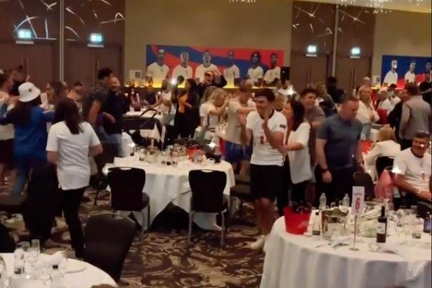 ◆EURO◆決勝でPK負けしたその夜イングランド代表がウェンブリーでパーティ開いてヒャッハーしてて草