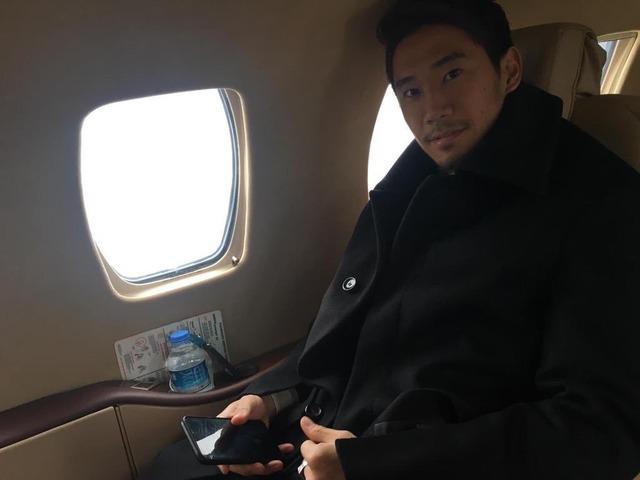 ◆画像◆香川真司、イスタンブールに向かう!真翔さんとほぼ同時に機上の人に