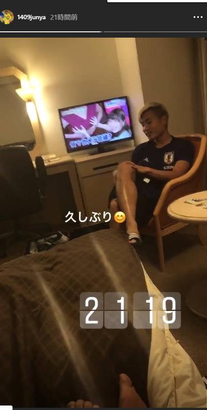 ◆悲報◆伊東純也のインスタストーリー、元チームメイトの山中写してるはずがTV画面にしか目が行かない