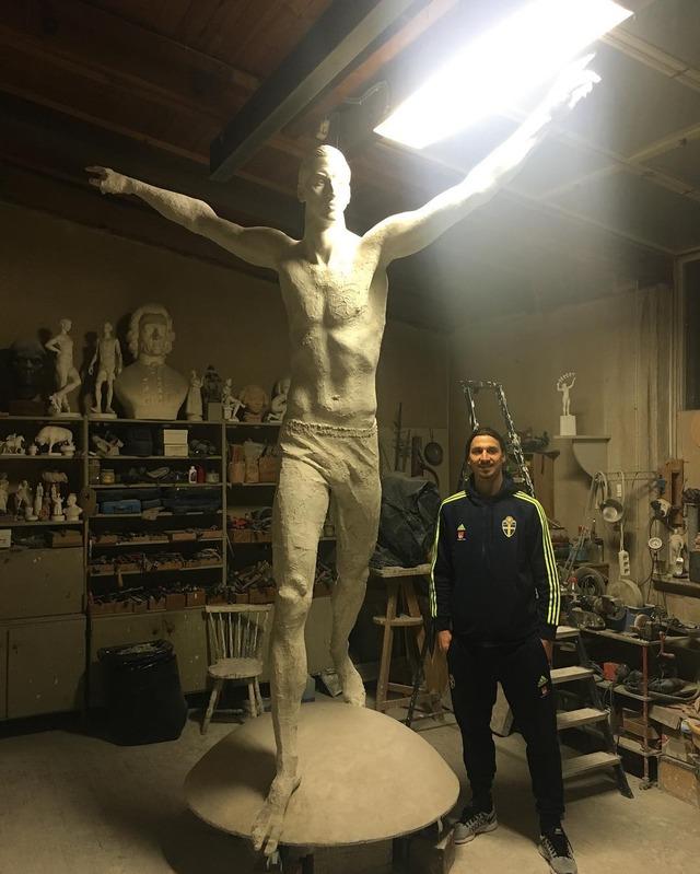 ◆小ネタ◆自身の4m大理石像完成してズラタン節炸裂!「NYに行けば自由の女神像があるようにスウェーデンにはズラタン像がある!」