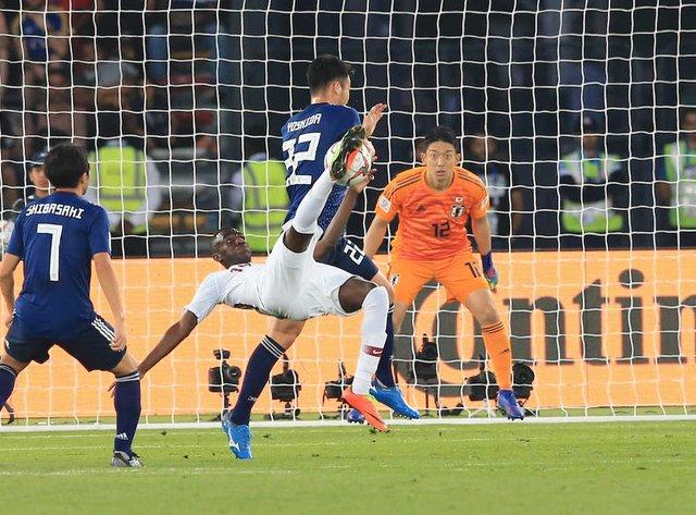 ◆アジア杯◆アルモエズ・アリのオーバーヘッド時、吉田が頭から行けば最悪相手のファールで終わりだったよna
