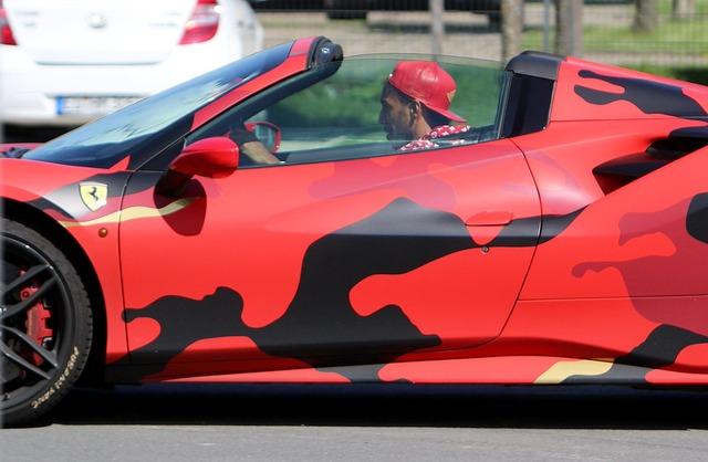 ◆画像◆オーバメヤン、赤いヒョウ柄のフェラーリをご購入(´・ω・`)