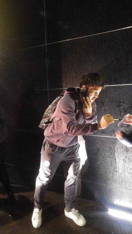 ◆画像◆ザ気サク、ワトフォード戦の帰りザキオカが暗がりでサインを求められた結果www