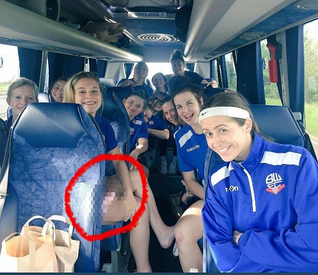 ◆悲報◆イングランド、ボルトン女子チームのチームバス内で撮った写真にいかがわしいものが写ってしまう