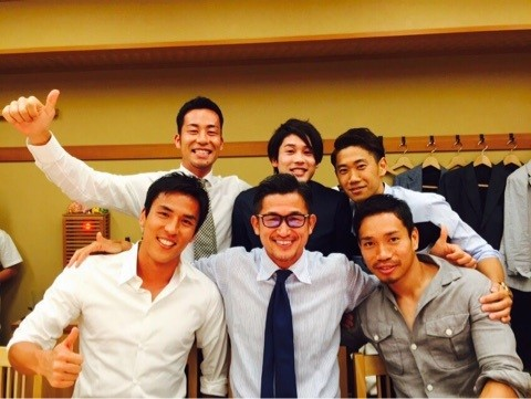 ◆画像小ネタ◆吉田麻也報告の『カズさん会』の画像の手が心霊写真っぽいと話題に!