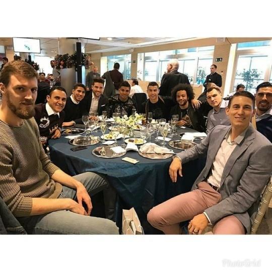 ◆リーガ◆レアル・マドリーのフットボールとバスケの選手たちが合同でクリスマスランチ会