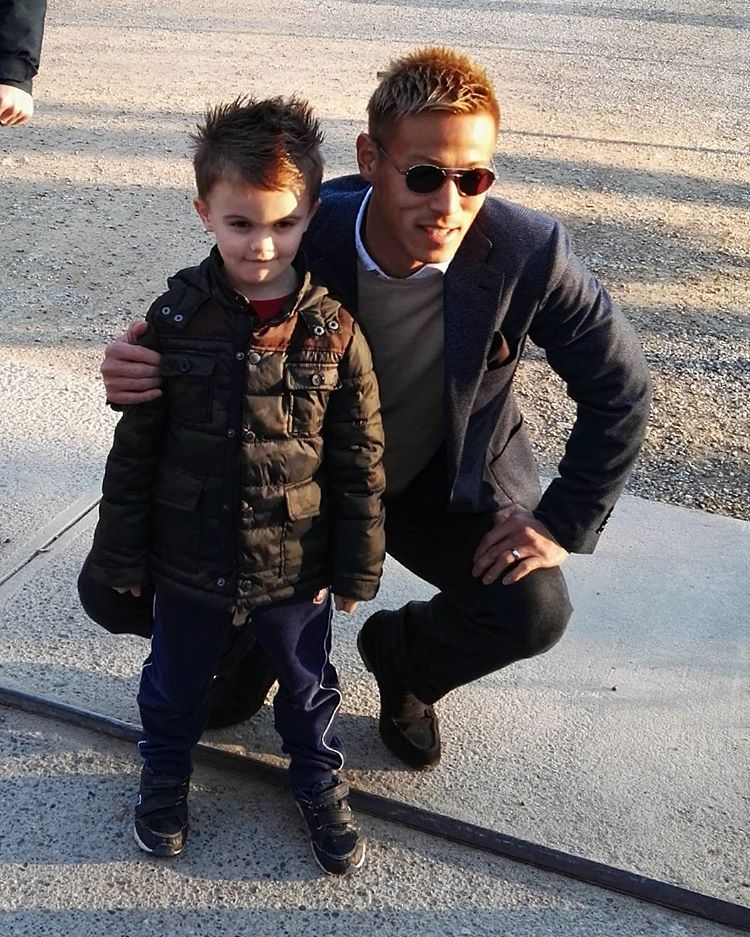 ◆動画・画像◆本田圭佑 ミラネッロでイタリア人の子供にファンサービス!