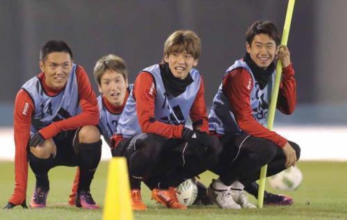 ◆悲報◆香川真司練習後に右足を引きずる仕草・・・足が痛い?