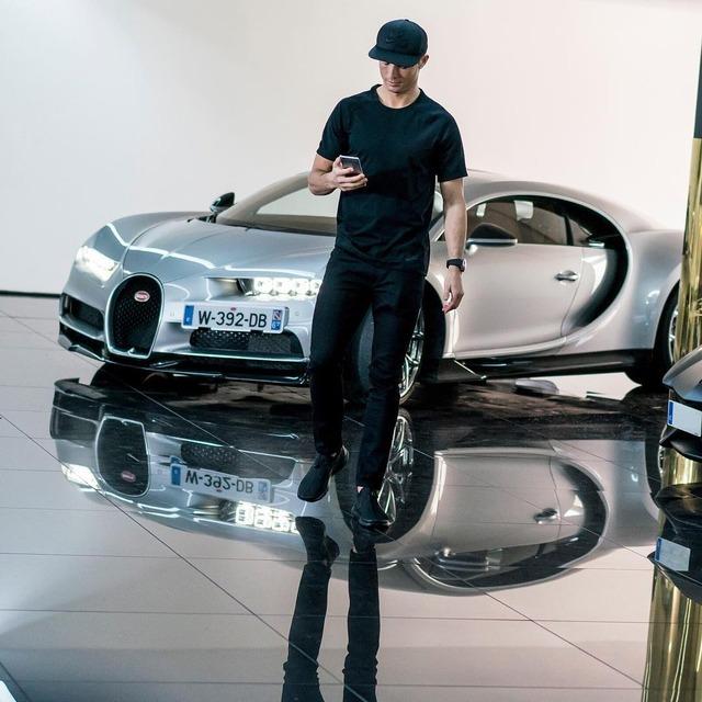 ◆画像・動画◆クリロナさんついにブガッティ1500馬力のモンスターマシン、シロンご購入???