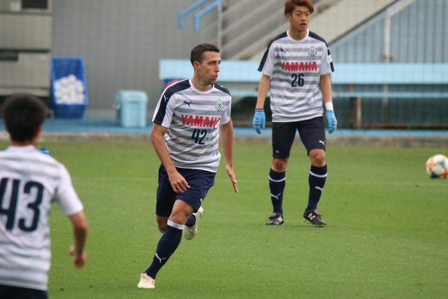 ◆Jリーグ◆ジュビロ磐田練習場に謎の外国人選手がいると話題に!