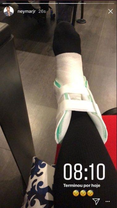 ◆リーグ・アン◆マルセイユ戦で負傷退場したネイマール、インスタライブでギプス固定した右足首をUP
