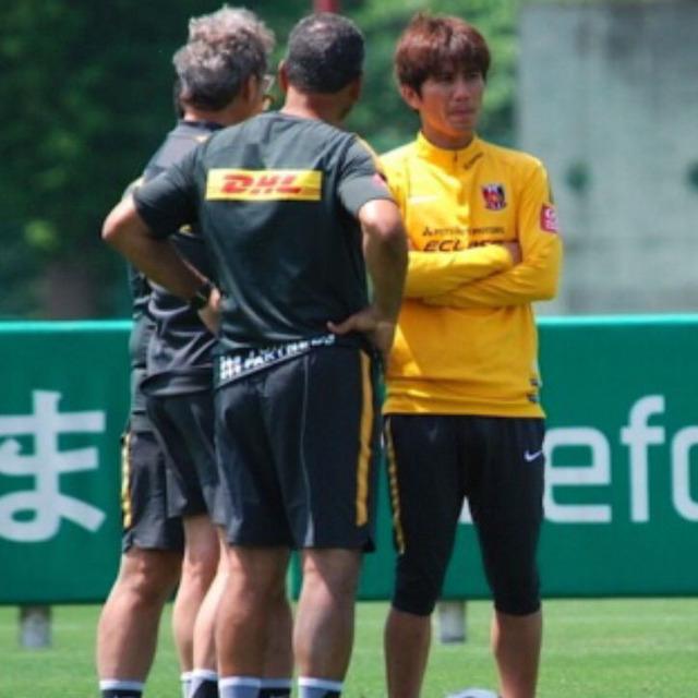 ◆画像◆浦和レッズの練習場でキャプテン柏木陽介がまたも監督に対する指導力を発揮していると話題に!