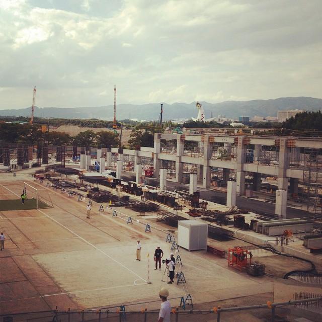 ◆Jスタジアム◆建設中のガンバのスタジアム、タッチラインと客席最前列がむっちゃ近い