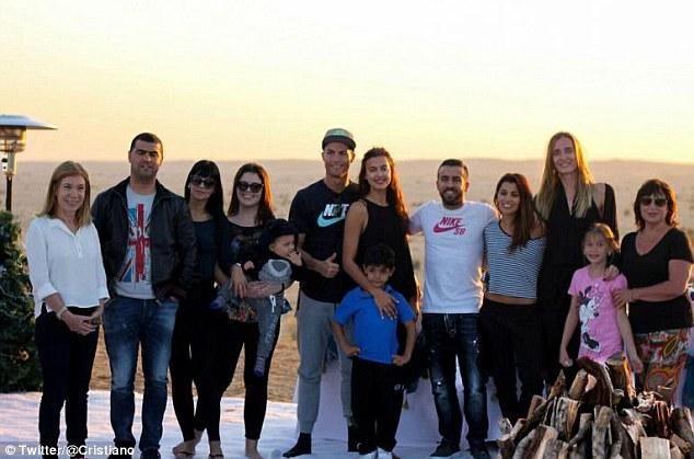◆画像小ネタ◆クリロナ、息子に彼女、母、姉など一族揃ってドゥバイの休日・・・