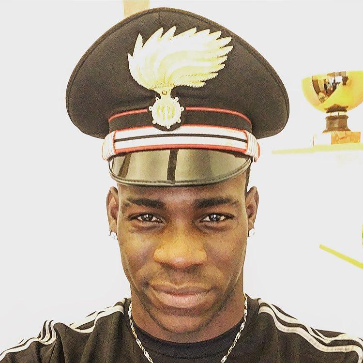 ◆画像◆マリオ・バロテッリ、WW2時イタリア軍警察っぽい帽子被ってパシャリ
