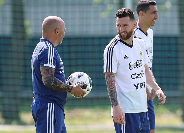 ◆アルヘン代表◆チームがバラバラ、W杯開催期間中にメッシら主軸がサンパオリ監督に三行半「あなたを信用しない!」
