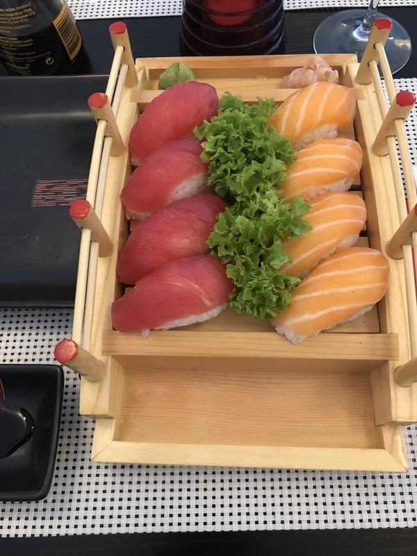 ◆画像◆日本代表DF遠藤航がベルギーで頼んだ寿司がむっちゃ食いにくそう