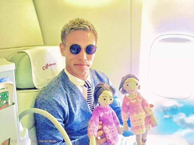 ◆ミラン本田◆本田圭佑が可愛らしいお人形を2つ持って写真を撮った結果www