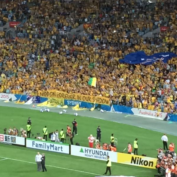 ◆アジア杯◆豪州サポ 韓国眼中になし?決勝勝利後因縁の「NIPPON: FOREVER IN OUR SHADOW」弾幕を出してアピールww