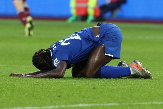 ◆悲報◆フランスの地元リーグで相手の急所に噛み付いた選手が5年間出場停止に!
