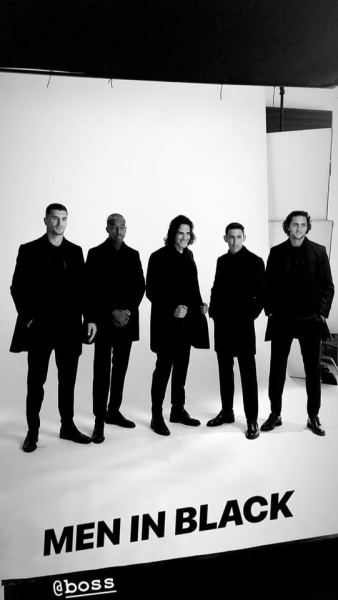 ◆画像◆エディソン・カバーニ師匠が黒いコートを羽織ってポーズを決めた結果w