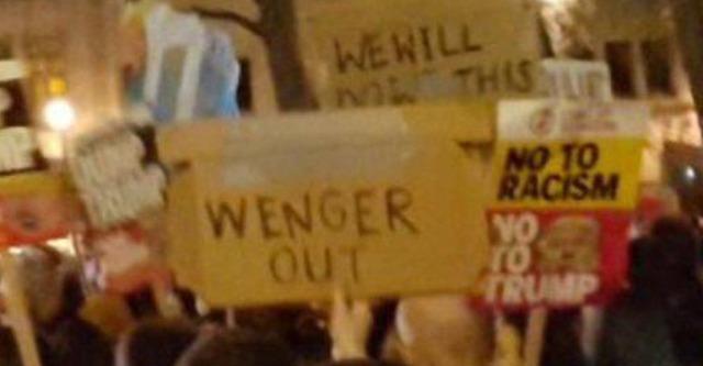 ◆悲報◆トランプ訪英抗議デモに紛れて『ベンゲルOUT』プラカード発見される(´・ω・`)