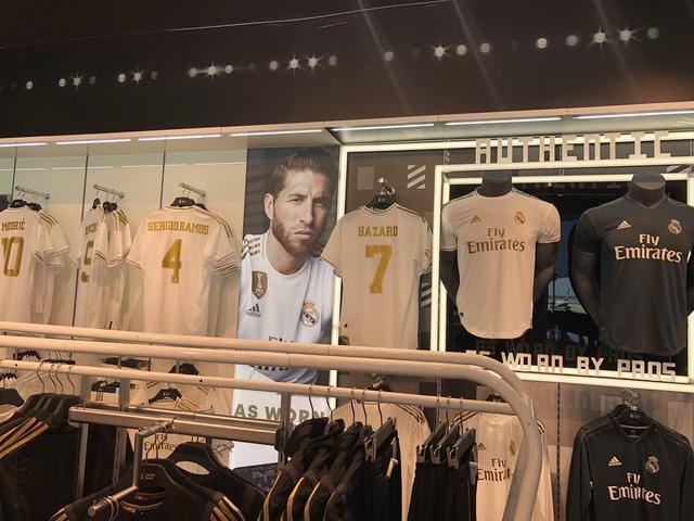 ◆リーガ◆レアル・マドリー公式ショップの新ユニフォームコーナーに『7 Hazard』!!!アザール移籍決定的