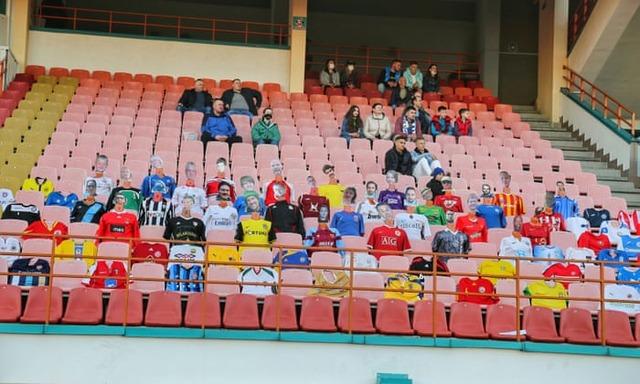 ◆悲報◆唯一継続するベラルーシリーグ、サポが危険すぎるとボイコット!クラブは段ボールサポを設置
